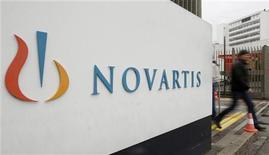 <p>Novartis a publié jeudi un chiffre d'affaires au troisième trimestre moins bon qu'attendu, conséquence de l'expiration du brevet sur l'un de ses principaux médicaments, le Diovan, aux Etats-Unis et de bases de comparaison défavorables pour sa filiale Sandoz. /Photo d'archives/REUTERS/Arnd Wiegmann</p>