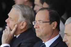 <p>Francois Hollande et Jean-Marc Ayrault. Sanctionné pour sa politique d'austérité, le couple exécutif subit un effondrement de sa popularité, au risque d'être incité à freiner les réformes structurelles. /Photo prise le 22 juillet 2012/REUTERS/Jacques Brinon/Pool</p>