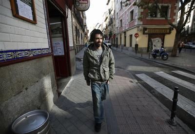 Jobless migrants return home