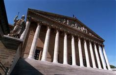 <p>Le groupe socialiste de l'Assemblée s'est déclaré lundi prêt à faire face à une motion de censure à l'Assemblée nationale, une menace brandie dimanche par Jean-François Copé. /Photo d'archives/REUTERS</p>