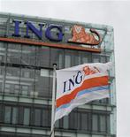 <p>ING annonce mercredi la suppression de 2.350 postes après un bénéfice net inférieur aux attentes pour le troisième trimestre. /Photo prise le 16 juillet 2012/REUTERS/Robin van Lonkhuijsen/United Photos</p>