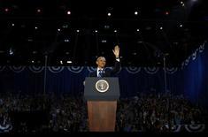 """<p>Le président réélu Barack Obama ne semble pas avoir de recettes supplémentaires à proposer aux Américains pour vaincre le chômage et favoriser la croissance. Pour donner un coup de fouet à l'activité, il doit lever l'hypothèque du """"mur budgétaire"""", ces quelque 600 milliards de dollars de hausses d'impôts et de coupes dans les dépenses qui menacent de s'appliquer début 2013 et pèsent déjà sur les décisions d'investissement des entreprises. /Photo prise le 7 novembre 2012/REUTERS/Jason Reed</p>"""