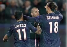 <p>Les joueurs du Paris Saint Germain félicitent Jérémy Menez. Absent de la Ligue des champions pendant huit années, le PSG est aujourd'hui à deux doigts de se qualifier pour les huitièmes de finale de la compétition. /Photo prise le 6 novembre 2012/REUTERS/Cedric Lecocq</p>
