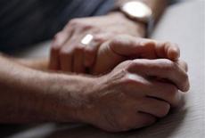 <p>Le nom des enfants de couples homosexuels sera par défaut celui de leur parent arrivant en premier dans l'ordre alphabétique : telle est l'une des dispositions liées au projet de loi sur le mariage homosexuel adopté mercredi en conseil des ministres./Photo prise le 1er octobre 2012/REUTERS/Régis Duvignau</p>