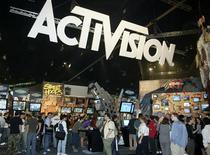 <p>Activision Blizzard, premier éditeur mondial de jeux vidéo, a annoncé mercredi un relèvement de ses perspectives de résultats annuels après avoir fait état d'un bénéfice meilleur qu'attendu au troisième trimestre. /Photo d'archives/REUTERS/Fred Prouser</p>