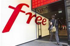 <p>Iliad a conquis plus de 4,4 millions d'abonnés avec sa nouvelle offre de téléphonie mobile, soit 6,4% du parc total. /Photo d'archives/REUTERS/Gonzalo Fuentes</p>