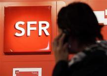 <p>Naguib Sawiris envisage de racheter SFR, la filiale de téléphonie mobile de Vivendi, dans le cade d'une transaction qui pourrait être valorisée entre 13 et 14 milliards d'euros, a expliqué l'homme d'affaires égyptien au Financial Times dans un entretien publié jeudi. Il précise toutefois que la taille d'une telle opération est trop importante pour qu'il puisse la financer seul. /Photo prise le 15 octobre 2012/REUTERS/Eric Gaillard</p>