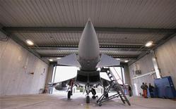 <p>Un modèle Eurofighter d'EADS. EADS annonce avoir diligenté un audit externe sur ses procédures de contrôle, alors que le groupe d'aéronautique et de défense est sous le coup d'une enquête portant sur sa filiale Eurofighter. /Photo d'archives/REUTERS/Michael Buholzer</p>