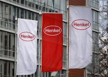 <p>Henkel a souligné son intention d'investir sur les marchés émergents pour contrer la dégradation de la conjoncture en Europe mais son volontarisme ne semblait pas convaincre tous les investisseurs et son action perdait près de 5% à la mi-journée. /Photo prise le 8 mars 2012/REUTERS/Ina Fassbender</p>