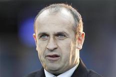 <p>Le sélectionneur de l'équipe de France, Philippe Saint-André. Le toit du grand stade de Lille sera fermé samedi soir lors de la rencontre qui opposera l'équipe d'Argentine de rugby au XV de France. /Photo prise le 10 novembre 2012/REUTERS/Gonzalo Fuentes</p>