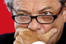 <p>Jean-Louis Borloo estime que son mouvement centriste, l'Union des démocrates et indépendants (UDI), a vocation à prendre la direction d'une coalition avec l'UMP, dont la prétention à être un parti unique de la droite a selon lui vécu. /Photo d'archives/REUTERS/Charles Platiau</p>