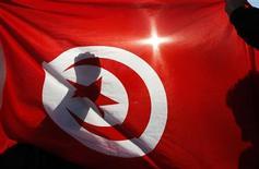 <p>La Banque mondiale a approuvé un prêt de 500 millions de dollars (390 millions d'euros) à la Tunisie pour l'aider à redresser son économie, plombée par le 'printemps arabe' qui a conduit à la chute de Zine ben Ali. /Photo d'archives/REUTERS/Jean-Paul Pélissier</p>