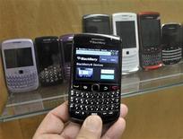 <p>Foto de archivo de una BlackBerry en las oficinas de Research in Motion en Waterloo. Nov 14, 2012. REUTERS/Mike Cassese</p>