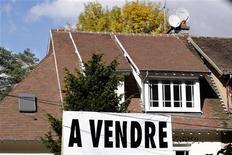 <p>Le ministre du Budget, Jérôme Cahuzac, a déposé mercredi un amendement créant des taxes sur les plus-values immobilières élevées et les logements sous-occupés dans le cadre du projet de loi de finances rectificative (PLFR) pour 2012. /Photo d'archives/EUTERS/Charles Platiau</p>