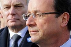 """<p>Jean-Marc Ayrault, cible de critiques sur sa gestion du dossier de l'aciérie de Florange, se retrouve fragilisé à la tête d'une équipe divisée et expose François Hollande au risque de subir le """"syndrome Gandrange"""" qui avait affaibli Nicolas Sarkozy. /Photo prise le 11 novembre 2012/REUTERS/Philippe Wojazer</p>"""