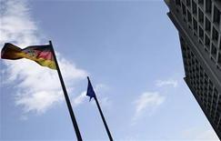 <p>La Bundesbank a révisé à la baisse vendredi ses prévisions de croissance du PIB allemand en 2012 et 2013, conséquence de l'impact de la crise de la dette sur la première économie européenne, tout en prévoyant un retour à une croissance plus soutenue en 2014. /Photo d'archives/REUTERS/Kai Pfaffenbach</p>