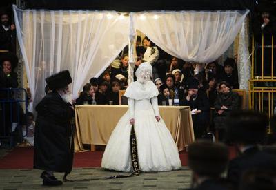 Ultra-Orthodox wedding extravaganza