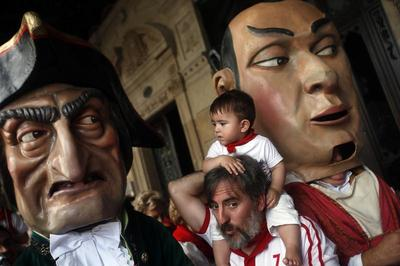 "Parade of the ""big heads"""
