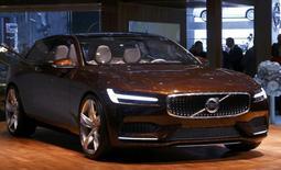 Le modèle Volvo Concept Estate présenté au salon de l'automobile à Genève. Volvo Car Group a enregistré un bénéfice d'exploitation sur l'ensemble de 2013, la croissance de ses ventes en Chine lui ayant permis de redresser la barre après une perte au premier semestre. /Photo prise le 4 mars 2014/REUTERS/Arnd Wiegmann