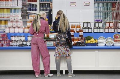 Shopping, Chanel-style
