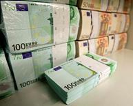 Un total de 4.382 entreprises, soit 8% de plus qu'en 2012, ont saisi l'an passé le médiateur du crédit, mis en place fin 2008 au plus fort de la crise financière, pour obtenir des financements qu'on leur refusait. /Phoot d'archives/REUTERS/Heinz-Peter Bader
