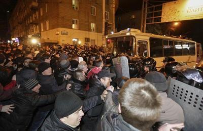 Donetsk threatens split