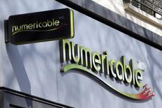 Numericable s'est assuré de pouvoir disposer d'environ 13,5 milliards d'euros de dette pour financer le rachat de l'opérateur SFR à Vivendi, a-t-on appris vendredi des sources bancaires.  /Photo prise le 7 mars 2014/REUTERS/Charles Platiau