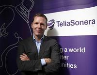 Le directeur général de TeliaSonera, Johan Dennelind. Les autorités américaines enquêtent à leur tour sur des soupçons de corruption concernant l'opérateur télécoms suédois en Ouzbékistan pour une licence 3G obtenue en 2007. /Photo prise le 25 février 2014/REUTERS/Albert Gea