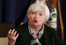 A l'issue de la réunion du comité de politique monétaire de la Réserve fédérale américaine, présidée pour la première fois par Janet Yellen, la Fed a abandonné mercredi le critère du taux de chômage comme seuil clé pour juger de la capacité de l'économie à supporter une hausse des taux d'intérêt, en expliquant qu'un tel relèvement dépendrait d'une série d'indicateurs. /Photo prise le 19 mars 2014/REUTERS/Larry Downing