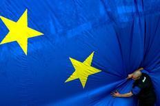 Les pays de l'Union européenne ont trouvé jeudi un accord définitif sur l'union bancaire et le fonds de résolution des banques en difficulté, selon un projet de document. /Photo d'archives/REUTERS/François Lenoir