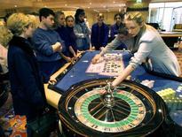L'exploitant français de casinos Partouche a annoncé lundi que son plan de sauvegarde qui prévoit notamment un étalement du remboursement de ses dettes avait été approuvé à l'unanimité par ses créanciers et ses principaux fournisseurs. Le groupe avait annoncé en septembre son placement en procédure de sauvegarde faute d'accord avec ses banques sur sa dette. /Photo d'archives/REUTERS