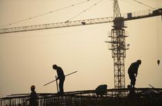Les pays du G20 vont s'accorder cette semaine sur la nécessité d'être plus ambitieux en matière de réformes structurelles afin de soutenir la croissance mondiale, leurs projets initiaux étant jugés trop timides, selon un responsable associé aux préparatifs de leurs réunion. /Photo prise le 3 novembre 2013/REUTERS/China Daily