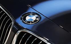 BMW a vu ses ventes progresser de 11,3% en mars par rapport au même mois de 2013, à 212.908 véhicules, un nouveau record que le groupe propriétaire des marques BMW, Mini et Rolls-Royce attribue à la demande pour ses véhicules sportifs de loisirs (SUV). /Photo prise le 19 mars 2014/REUTERS/Michaela Rehle