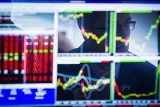 Blackstone et la filiale d'investissement de Goldman Sachs vont racheter à KKR le spécialiste des données financières Ipreo dans le cadre d'une transaction qui le valorise à quelque 975 millions de dollars (704 millions d'euros), selon le Financial Times qui avance que l'opération pourrait être annoncée dès ce lundi. /Photo d'archives/REUTERS/Lucas Jackson