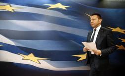 Le ministre grec des Finances, Yannis Stournaras. Les chiffres de l'exécution du budget grec 2013 sont conformes aux estimations initiales présentées par le gouvernement, montrent les chiffres officiels provisoires publiés lundi par Elstat, l'institut national de la statistique. /Photo prise le 10 avril 2014/REUTERS/Yorgos Karahalis
