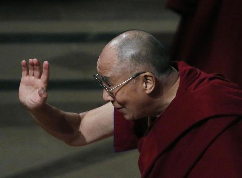 His Holiness the Dalai Lama waves good bye after his speech and  at the National Cathedral in Washington March 7, 2014.   REUTERS/Gary Cameron/Files