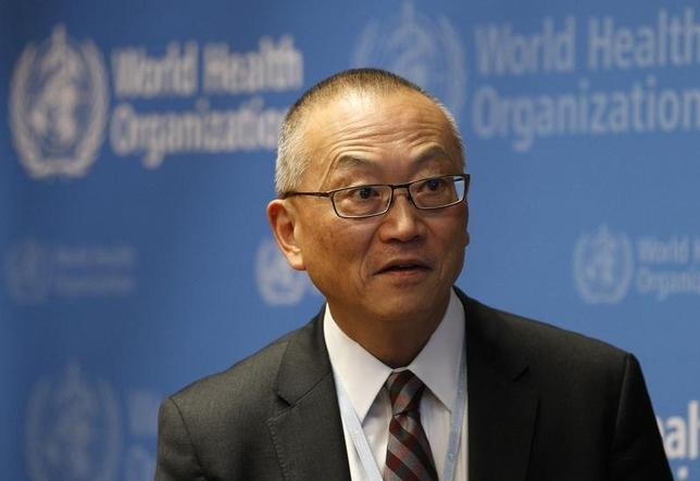 4月30日、世界保健機関(WHO)は、最も強力な抗生物質さえ効かない耐性菌が世界で拡大しているとする報告書を発表。写真はWHOのフクダ事務局長補。昨年5月撮影(2014年 ロイター/Denis Balibouse)