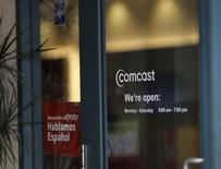 Le câblo-opérateur américain Comcast pourrait bientôt permettre à ses clients d'utiliser son décodeur X1 pour acheter des jeux vidéo d'Electronic Arts à partir de leur téléviseur, selon cinq sources ayant été informées de ce projet.  /Photo prise le 13 février 2014/REUTERS/Robert Galbraith