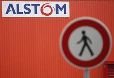 L'Etat français ne peut accepter l'offre actuelle de reprise présentée par le groupe américain General Electric, qui ne porte que sur les activités d'énergie du groupe Alstom, a déclaré le ministre de l'Economie, Arnaud Montebourg. /Photo prise le 21 janvier 2014/REUTERS/Vincent Kessler