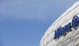 Allianz a enregistré une légère baisse de son bénéfice net au premier trimestre en dépit d'une progression de son activité. /Photo prise le 27 février 2014/REUTERS/Michaela Rehle