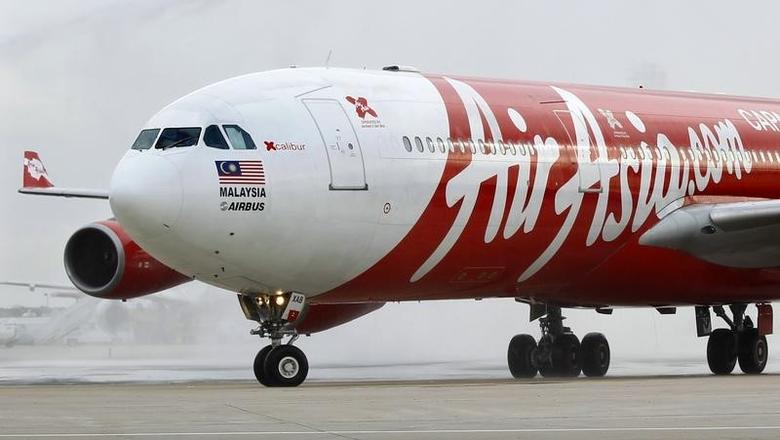 An AirAsia X  Airbus A340 passenger jet arrives on its inaugural flight from Kuala Lumpur to Paris Orly Airport  in this February 14, 2011 file photo. REUTERS/Charles Platiau/Files
