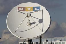 RTL Group, premier diffuseur européen de télévision et de radio, a déclaré jeudi qu'il continuait de percevoir des signes de reprise du marché publicitaire, en dépit d'une baisse de 6,3% de son bénéfice d'exploitation au premier trimestre. /Photo d'archives/.     REUTERS/Wolfgang Rattay
