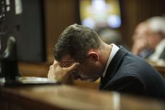 O atleta paralímpico sul-africano Oscar Pistorius durante julgamento em Pretoria, na África do Sul, nesta quinta-feira. 08/05/2014 REUTERS/Gianluigi Guercia/Pool