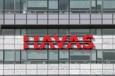 Havas, en hausse de 2,8%, est une des valeurs suivies à mi-séance à la Bourse de Paris, profitant de l'abandon du projet de fusion entre Publicis et Omnicom. /Photo d'archives/REUTERS/Benoit Tessier