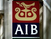 Allied Irish Banks (AIB), nationalisée au plus fort de la crise de la dette souveraine irlandaise, a dégagé un bénéfice d'exploitation trimestriel après provisions pour la première fois depuis son sauvetage, franchissant une étape clé de son redressement avec quelques mois d'avance sur les prévisions de beaucoup d'analystes. /Photo d'archives/REUTERS