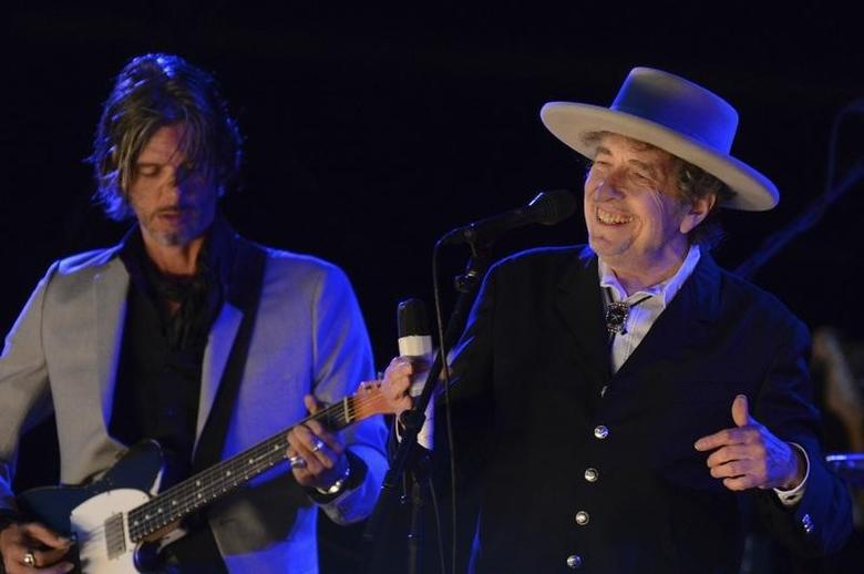 U.S. musician Bob Dylan (R) performs on the second day of the Hop Farm Music Festival in Paddock Wood, Kent June 30, 2012. REUTERS/ Ki Price/Files