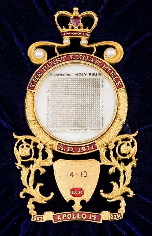 アポロ14号で月面着陸の聖書、760万円超で落札