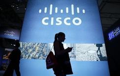 Le titre Cisco Systems figure au rang des valeurs à suivre ce jeudi à Wall Street, au lendemain de l'annonce par le spécialiste des équipements réseaux d'une baisse moins marquée que prévu de son chiffre d'affaires trimestriel. /Photo prise le 27 février 2014/REUTERS/Albert Gea