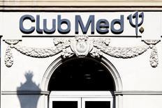 Club Méditerranée a accusé une chute 14,1% de ses réservations enregistrées au cours des huit dernières semaines pour l'été, avec de très nettes baisses des zones Europe-Afrique et en Asie, pénalisées par l'instabilité politique en Egypte et en Thaïlande, et malgré la relative résistance des Amériques. /Photo d'archives/REUTERS/Charles Platiau