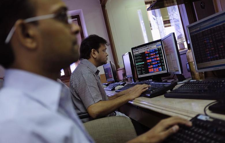 Brokers trade on their computer terminals at a stock brokerage firm in Mumbai May 13, 2014. REUTERS/Danish Siddiqui